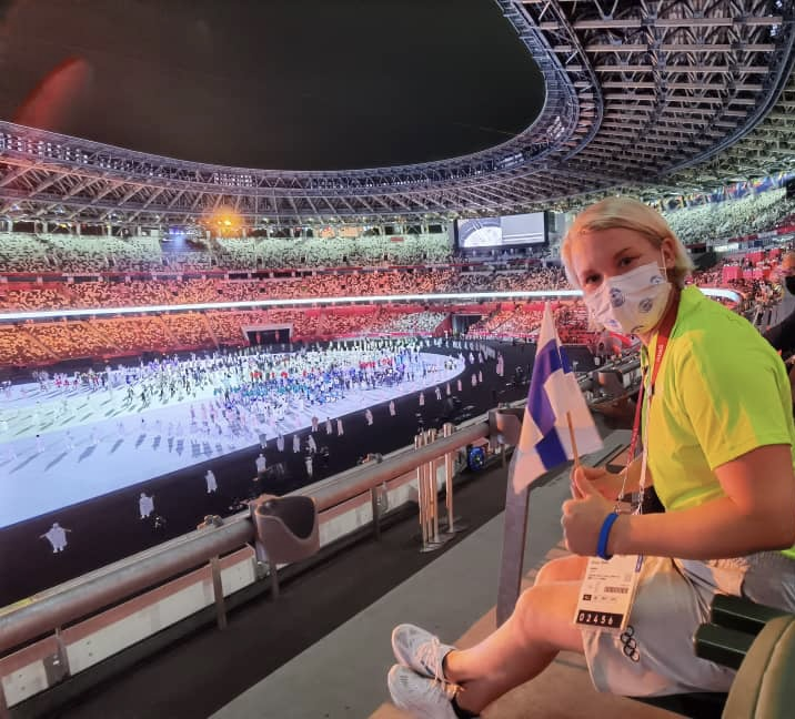 Emma Terho stadionin katsomossa Tokiossa